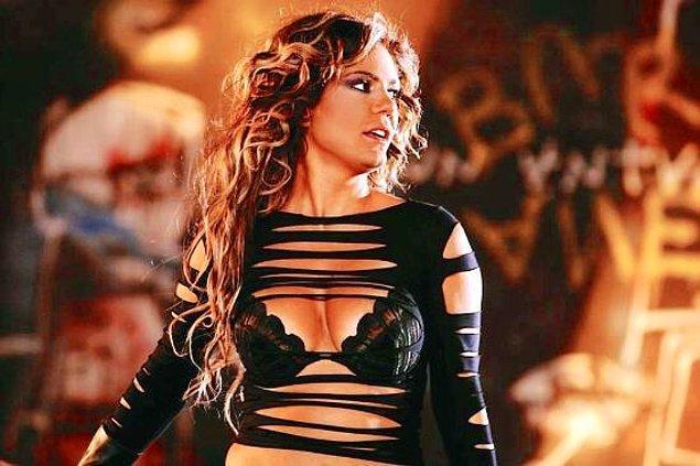 15. 90'lara damga vurmuş diğer pop şarkıcımız İzel _______.