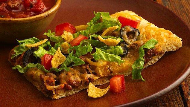 12. Cipsli pizza duymuş muydunuz? Duymadıysanız buyurun mutfağa!