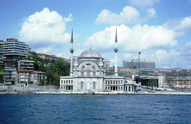 11. Bezmialem Valide Sultan Camisi