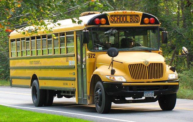 17. Kahvaltını aceleyle yaptıktan sonra çantanı alıp sarı okul servisine koşmak.