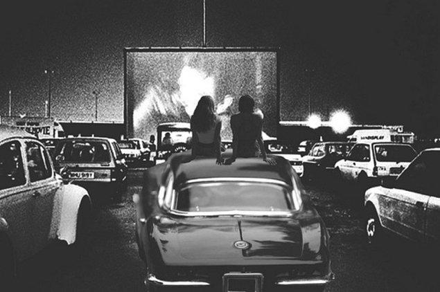 18. Arabayla açık hava sinemalarına gidebilmek.