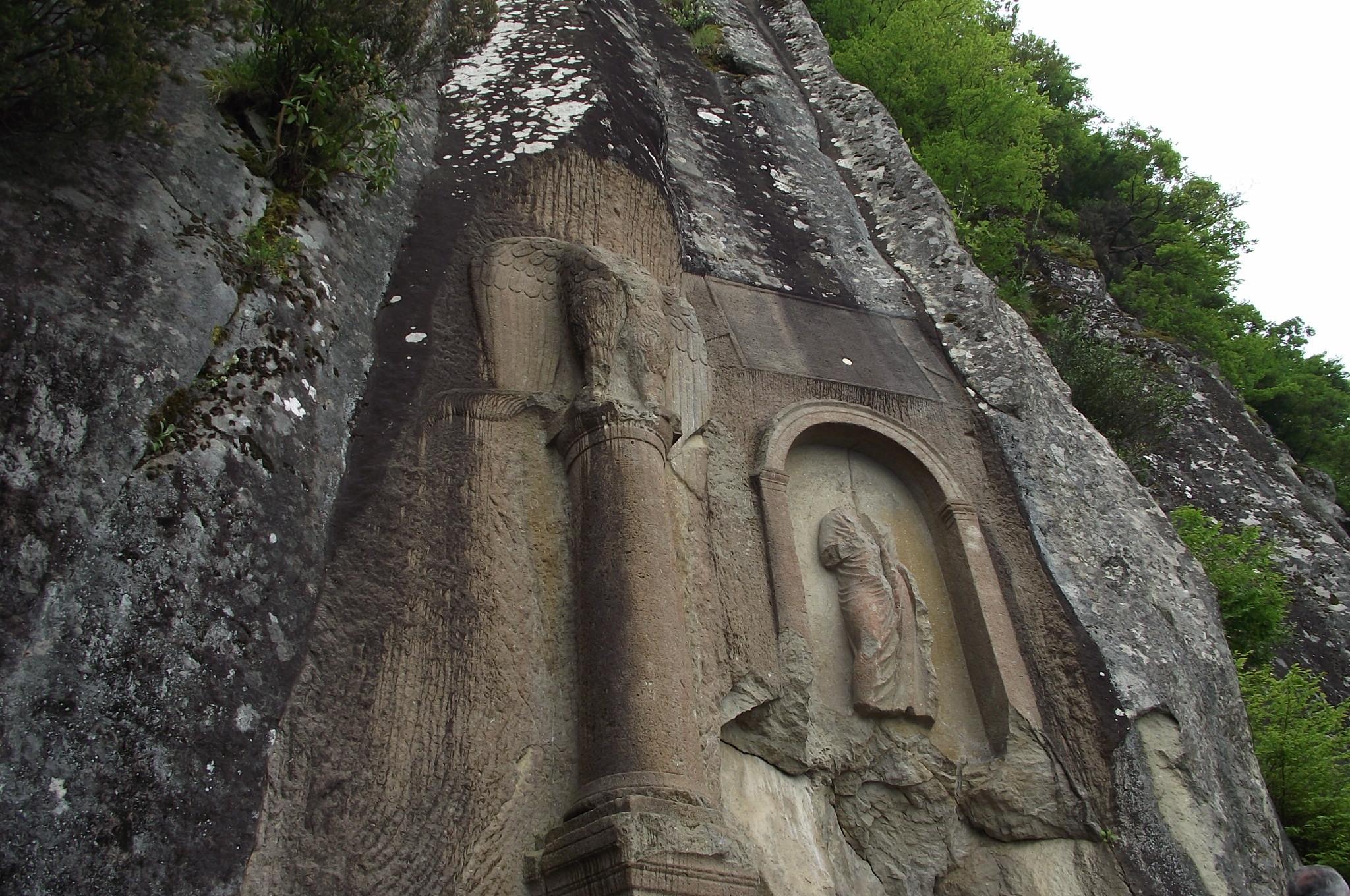 2 Bin Yıllık Roma Anıtına Spreyle Zalım Yazdı 26
