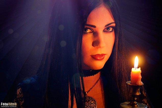 Друзья всегда настаивают, чтобы на Хэллоуин  ты была ведьмой