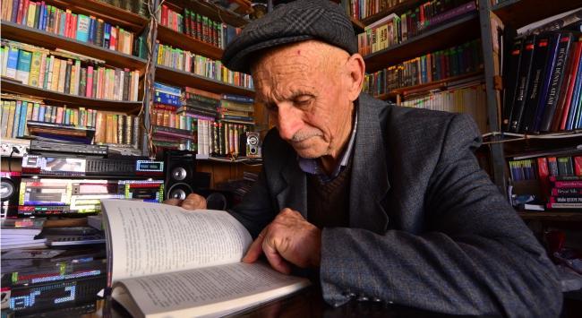 Hep Beraber İmreniyoruz: Bakkal Dükkanını Kütüphaneye Dönüştüren Abdulkadir Amca