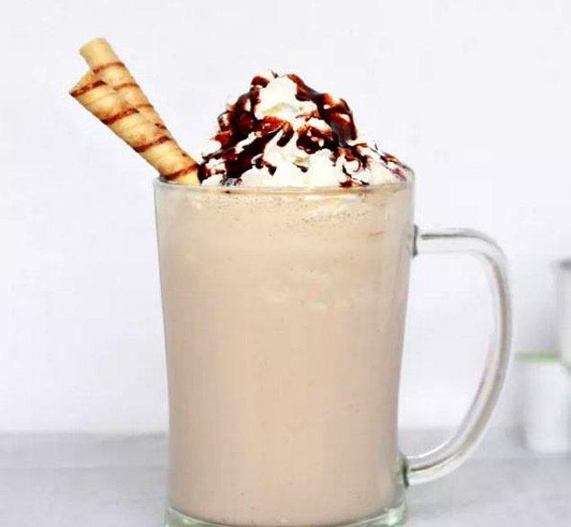 1. Frappe soğuk bir kahve türüdür. Üstü köpük kaplı bu soğuk kahve,  ilk olarak 1957 yılında Selanik'te yapılmıştır.
