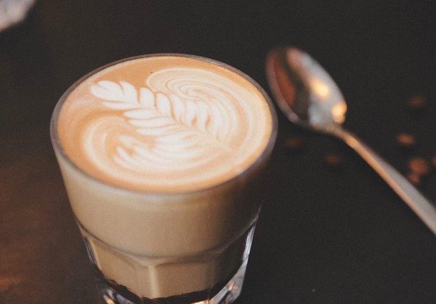 2. Latte, espresso kahvenin ve sütün bir araya geldiği bir lezzettir.