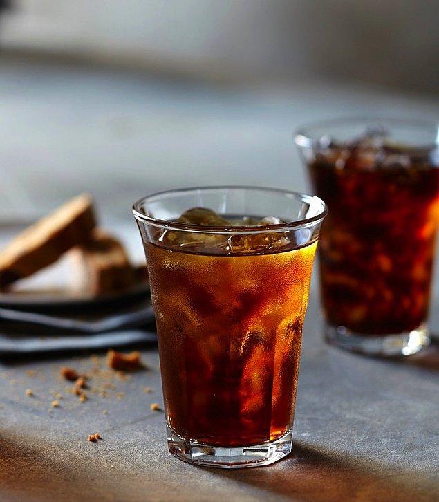 Americano sıcak su yerine soğuk su katılarak yapılırsa Iced Americano (Buzlu Americano) adını alır.