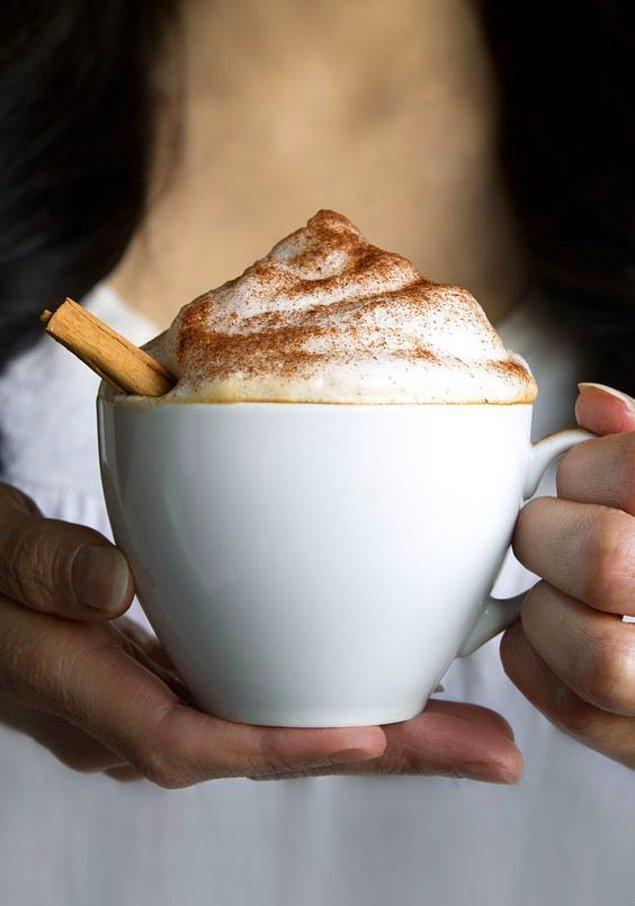 4. Cappuccino'nun adı ise, Capuchin isimli rahiplerden gelmektedir. Espresso makinalarının yaygınlaşmasıyla bugünkü halini almıştır. Avrupa dışında popüler olması ise II. Dünya Savaşı ile başlamıştır.