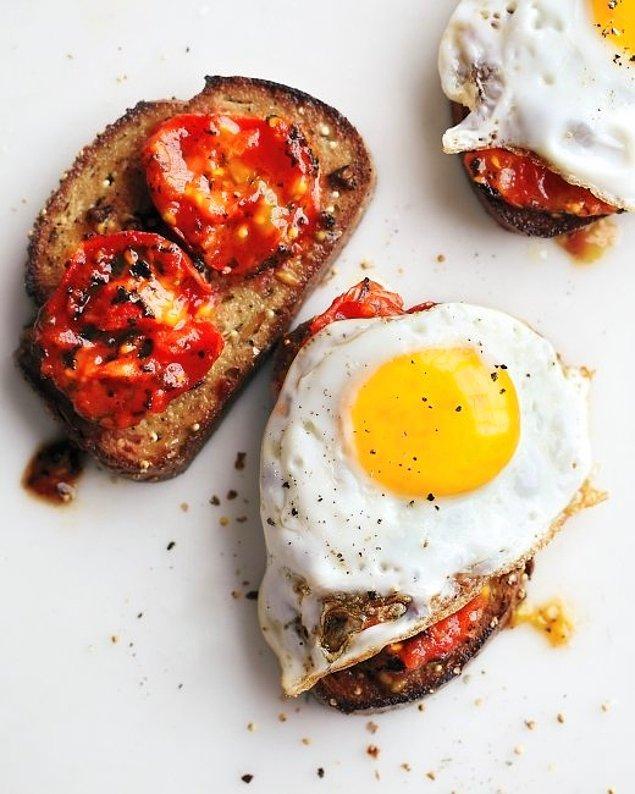 3. Kızarmış Domatesli Yumurta