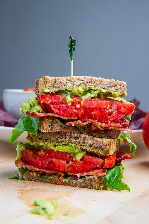 5. Domatesli, Pesto Soslu Çıtır Sandviç