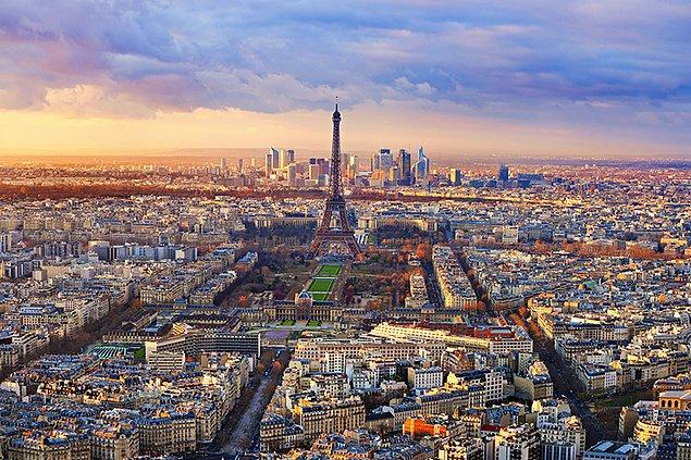 2. Dedik ya; Paris'in merkezi sensin...