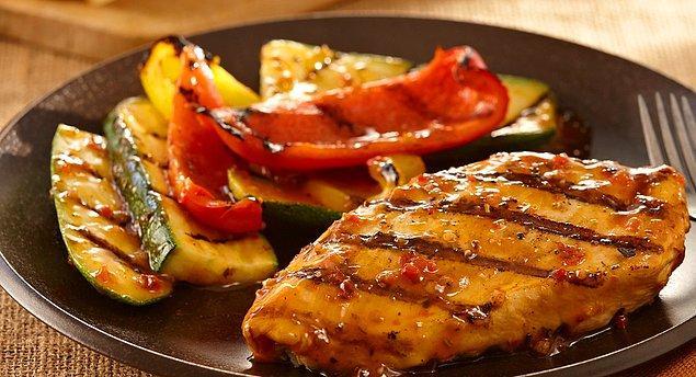 2. Enfes acı soslu ızgara tavuk bugüne kadar yediklerinizin en güzeli olacak!
