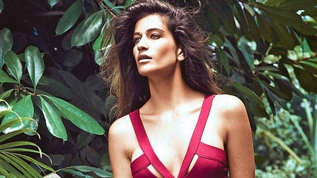 Güzeller güzeli Berrak Tüzünataç'ın sunuculukla başlayan kariyeri oyunculuk yolunda hızla ilerlemeye devam ediyor.