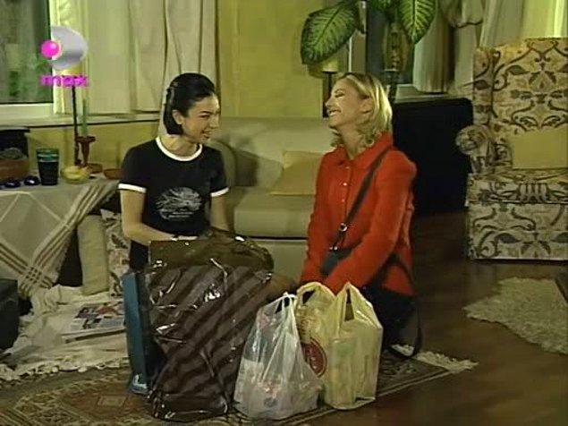 Hikayemiz yakın bir dostlukla başlıyor. Kara Melek Yasemin ve sarışın saf melek Şule aynı evde yaşayan çok yakın iki dostlardır.