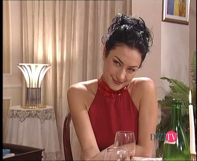 Kara Melek Yasemin'in o femme fatale tarzı seksapalitesi...