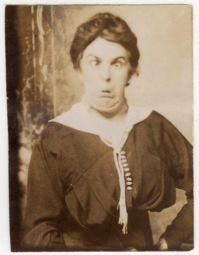 26. Bir Viktorya dönemi kadını o zamanlar tamamen sıradışı sayılabilecek pozuyla, 1840'lar.