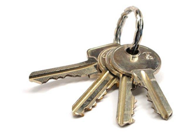 Anahtarları iş yerine unutmak