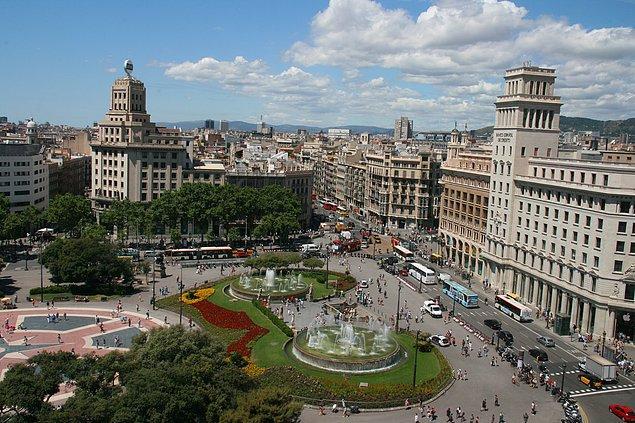 2. Katalunya'nın başkentinde merkezimiz Plaça de Catalunya.