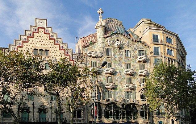 7. Passeig de Gracia ve Antoni Gaudi ile tanışma.