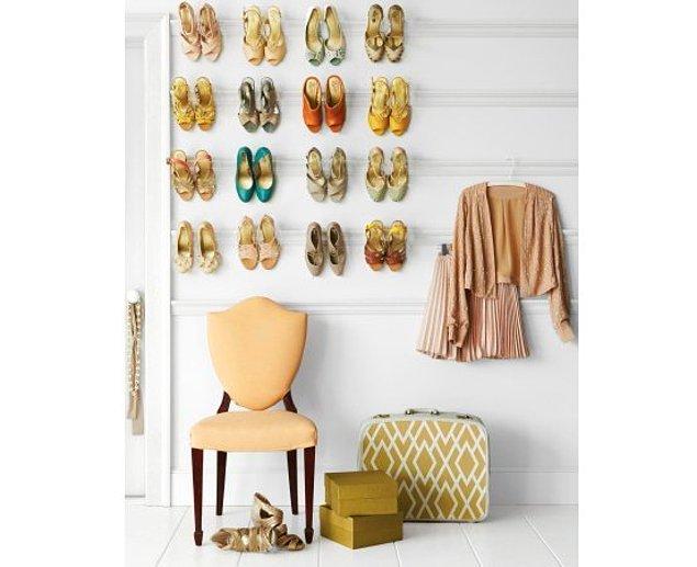 1. Ayakkabılarınızı koyacak yer bulamıyorsanız, ince ve montajı kolay olan demirlerle topuklarından duvara asarak saklayabilirsiniz.