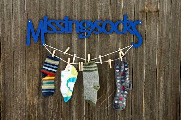 16. Tekli çoraplarınızı bir arada tutacak ve eşini bulmanızı kolaylaştıracak, pratik bir çözüm önerisi...