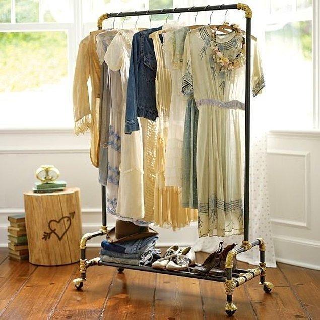 17. Taşınabilir, hafif ve az yer kaplayan bu askılar; kıyafetlerinizi saklayabileceğiniz en iyi seçenekler arasında.