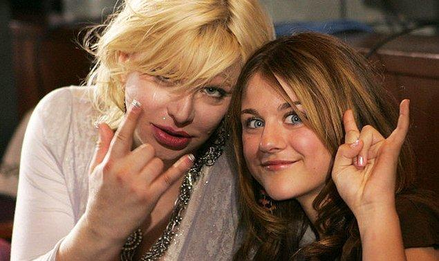 Courtney Love'ın kendini toparlamasıyla beraber, annesine kavuştu!