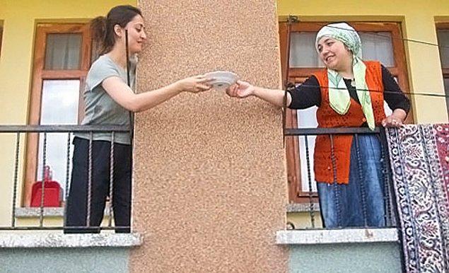 8. Aynı apartmanda olmasa bile mahalledeki tüm komşuları tanımak