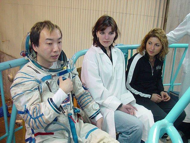 22. Japon işadamı Daisuke Enomoto uzaya gitmek için 21 milyon $ ödemiş, sağlık sorunlarından ötürü uçuş iptal olunca parasını geri alamamıştır.