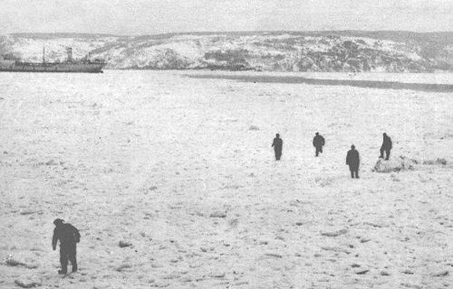 İstanbul Boğazı ve Haliç tarih boyunca birkaç kez donmuş olsa da sonuncusunu hala hatırlayanlar hayatta.