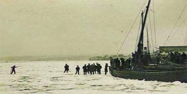 Buzlar bütün Boğaz ve Haliç'i kapladıktan sonra Marmara'ya doğru birikmeye başladı.