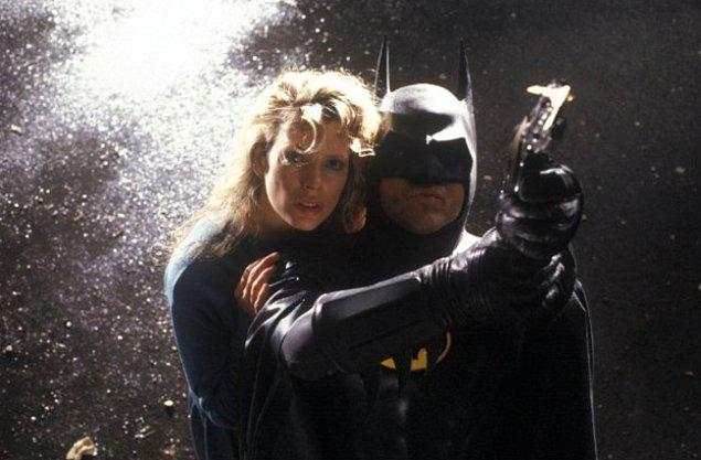 Batman yani Bruce Wayne Michael Keaton, Superman yani Clark Kent ise Christopher Reeve tarafından canlandırılmıştı.