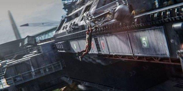 """15. Final sahnesindeki devasa gemi, """"helicarrier""""dı."""