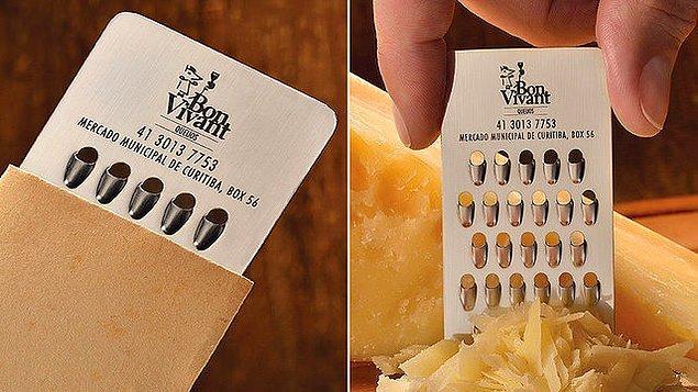 2. Peynir satan bir dükkana ait bu kartvizit, aynı zamanda rende işlevi görüyor!