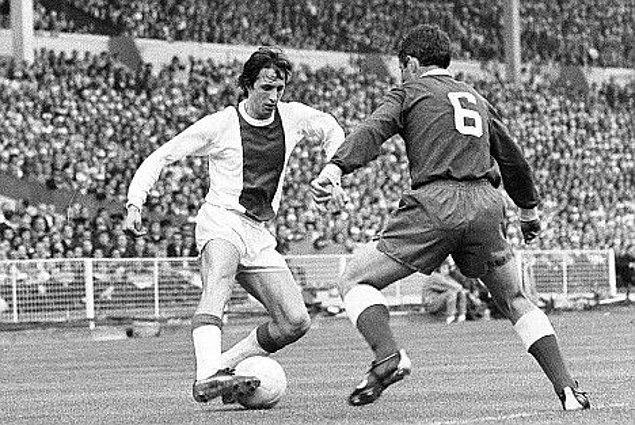 2. Ajax'ta ilk maçına 1964 yılında çıkıp bir de gol attı.