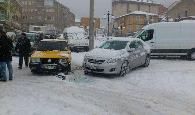 3. Aniden bastıran kar ilginç sahnelerin yaşanmasına sebep oldu