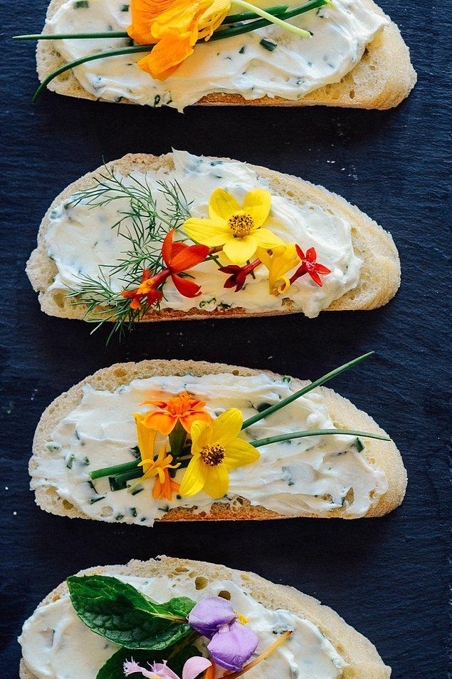 7. Latin Çiçekli Sandviçler