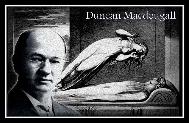 8. Duncan Macdougall isimli bir doktor, ölmekte olan hastalarını dev tartıların üzerine koyarak, ruhun ağırlığı olduğu kanıtlamaya çalışmıştı.