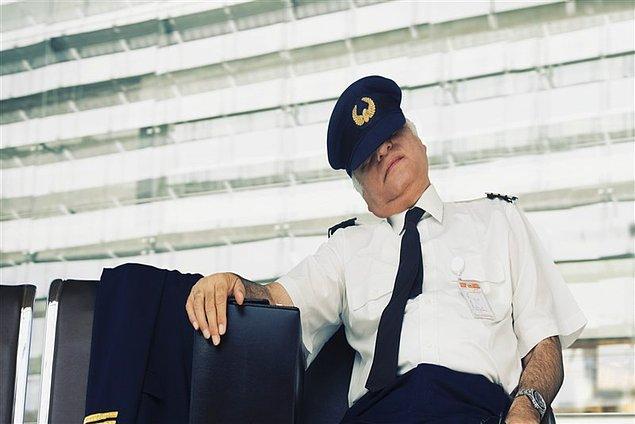 2. Pilotunuz (genelde) uyuyor...