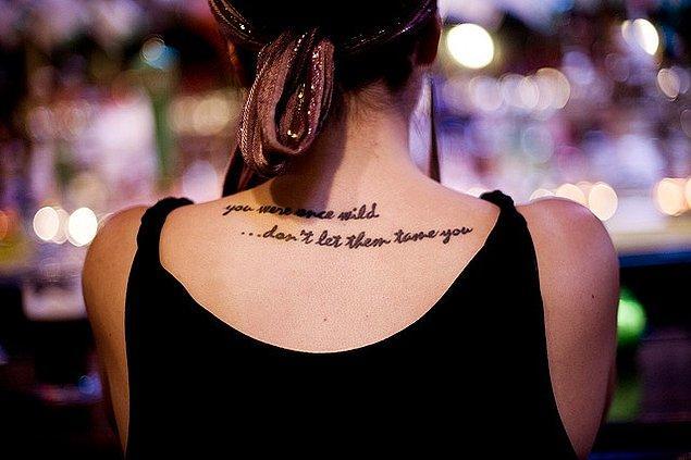 Şair ruhuna sahipsin: Yazılı dövme!