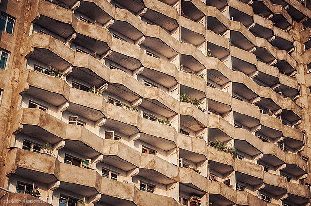 14. Pyongyang şehrinden bir brütalist mimari örneği.