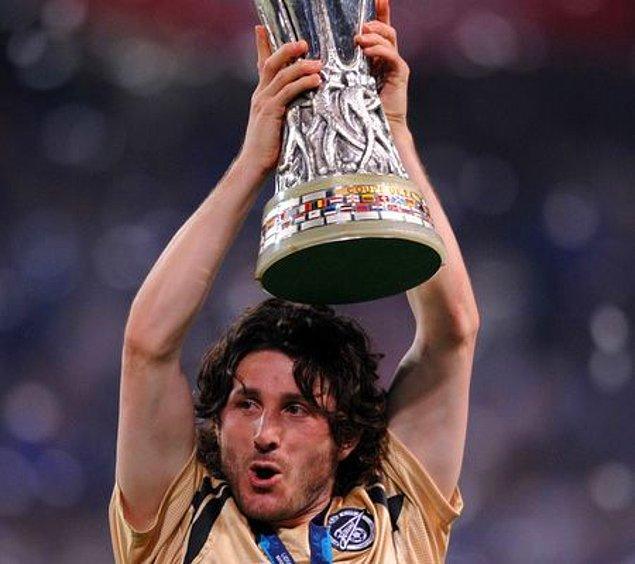 10. 2008 yılı UEFA Kupası finali en değerli oyuncusu Fatih Tekke.