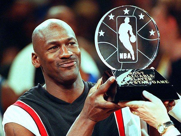 31. Ünlü NBA yıldızı Michael Jordan kaç numaralı formayı giymiştir?