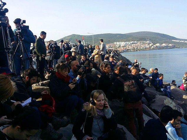 Mültecilerin iadesini, dünya basınının da yer aldığı bir 'gazeteci ordusu' takip etti