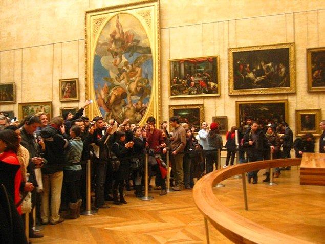 1. Louvre