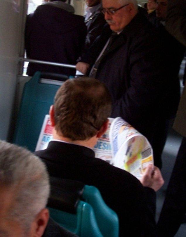 4. Birisinin gazetesine çaktırmadan bakılırken şimdi akıllı telefonlarına bakılır oldu.