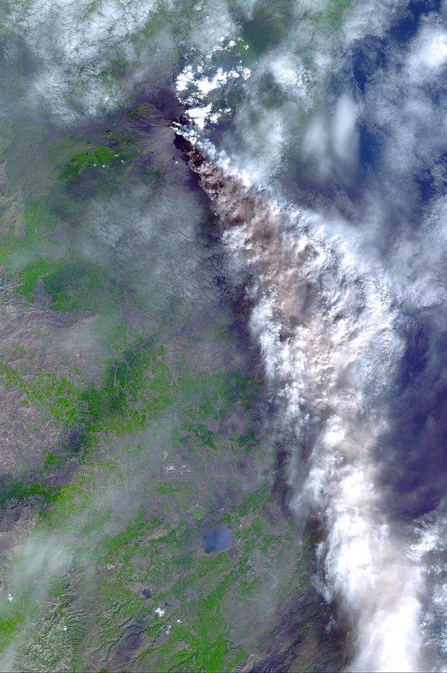 3. Etna'nın Kasım 2002'deki patlamasında ise kül bulutları Katanya havaalanı hava sahasını tamamıyla kapladı.