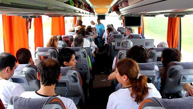 13. Otobüs, uçak biletinin toplandığı en yetkili merci biziz. Unutmamak için kafayı yiyene kadar tekrar tekrar kontrol ederiz.