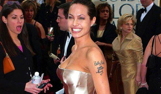 8. Sevgili dövmesi yapıp pişman olmak sadece yerli ünlülerimize özgü değil; Hollywood'dan da bu şekilde pek çok hikaye var. İşte Angelina Jolie ve Billy Bob dövmesi!
