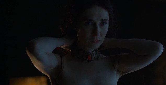 Melisandre yine dizinin erotizm kısmına ayrılan kotayı tek başına dolduruyor.